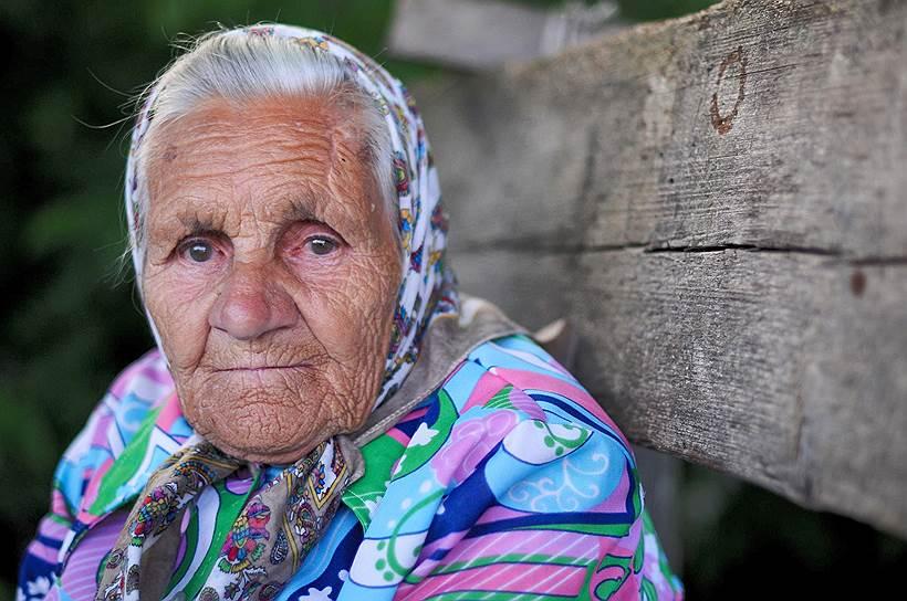 Надежда Спицына. Живет в деревне Вершинино Плесецкого района Архангельской области. Ей 90 лет. Во время войны работала в колхозе, после победы была дояркой в том же колхозе