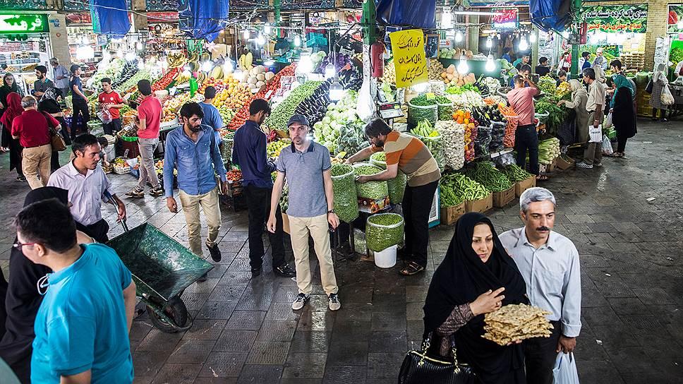 Весной на тегеранском рынке уже полно летних по российским меркам овощей и фруктов