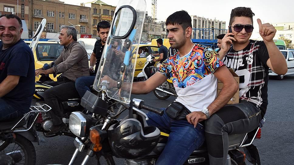 Мотоциклы— радость и беда иранской столицы