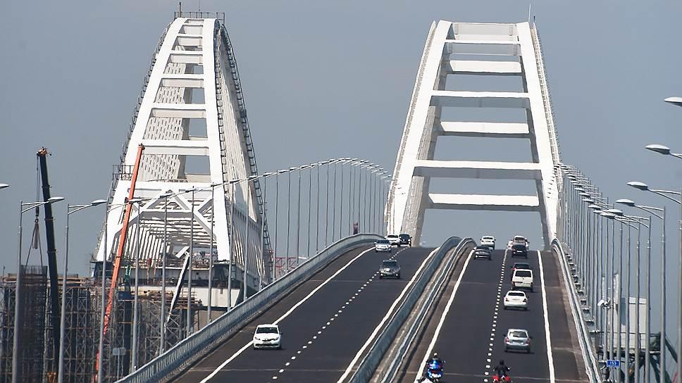 Первыми на мост рванули байкеры и местные жители— крымчане и кубанцы