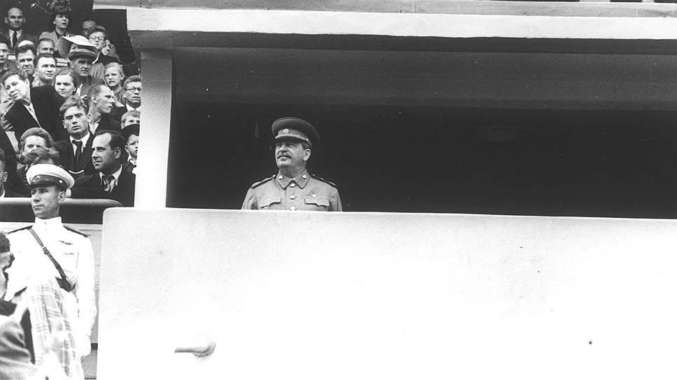 К появлению Сталина на трибуне стадиона относились с трепетом: никто не знал, чем это может закончиться для игроков и тренеров