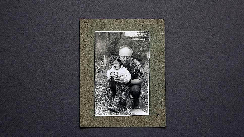 Лето 1979 года. Сергей вместе с внучкой Инной