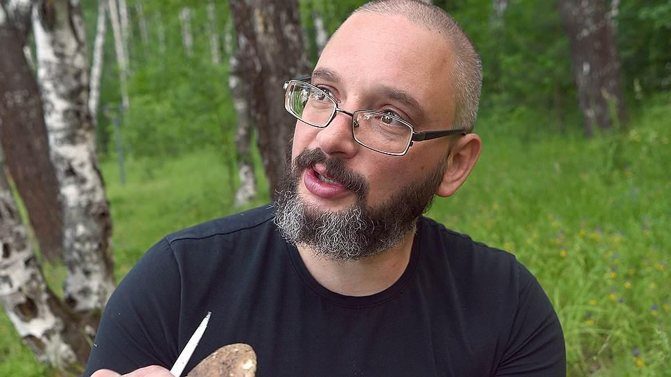 Михаил Вишневский демонстрирует: многие грибы можно есть даже в сыром виде