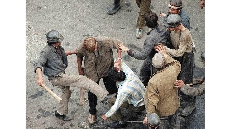 …как и погромы этих митингов шахтерами, к которым взывали власти, чтобы навести порядок на улицах