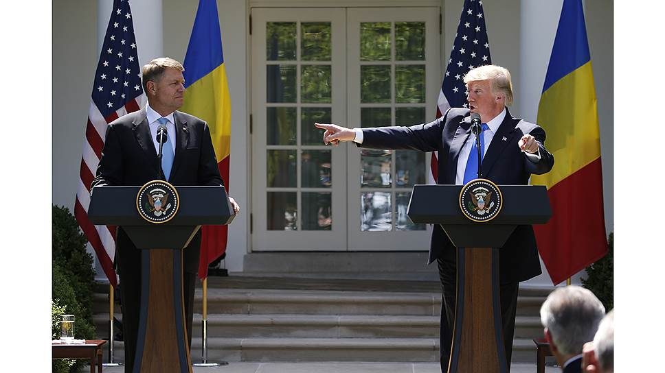 Президент Клаус Йоханнис (слева) хорош с Западом. Но правосудие при нем стало инструментом политики