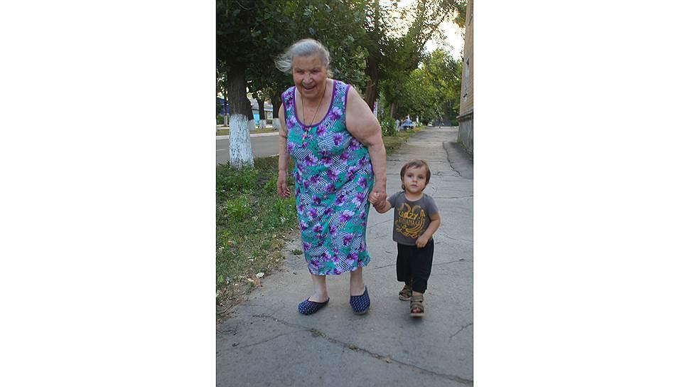 Елена Спиридоновна в приюте дружит с малышами. Своих детей у нее нет