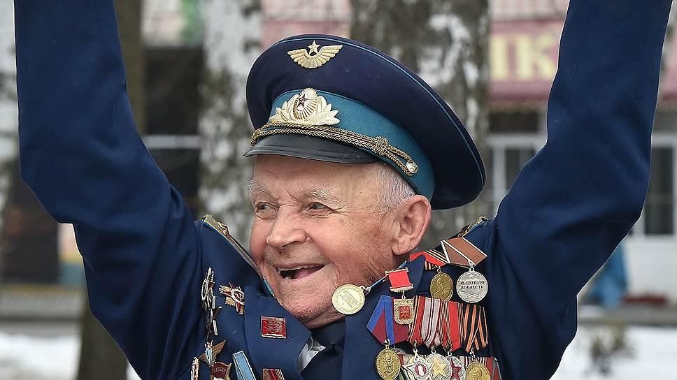 Свой 95-летний юбилей ветеран встречает как обычно: с юмором и на турнике