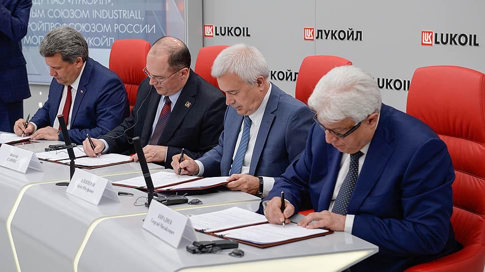 ЛУКОЙЛ и международный глобальный союз IndustriALL продлили глобальное рамочное соглашение о соблюдении всех международных стандартов в сфере труда