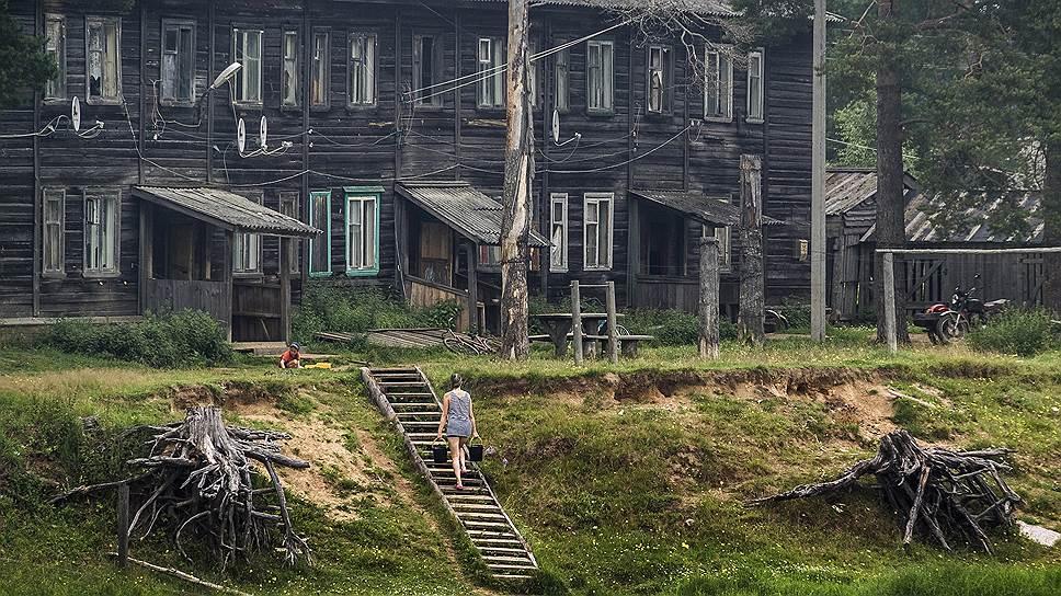 Жизнь на стыке города и деревни, как выяснили социологи, неприглядна и неустроенна
