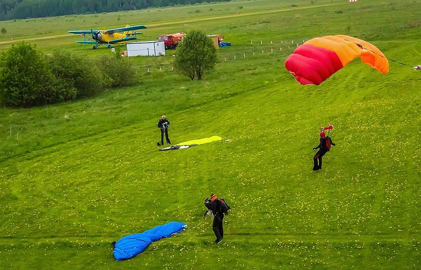 В парашютном спорте главное — безопасность. Надо делать все правильно, чтобы быть безопасным для себя и окружающих, тогда и приземление будет мягкое, говорят парашютисты
