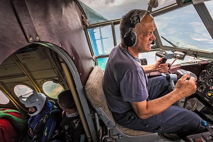 У пилота Сергея Березенко на счету больше 2 тысяч прыжков с парашютом