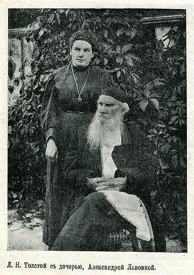 Толстой с дочерью Александрой, 1908год. Чтобы сохранить Ясную Поляну, она вынуждена была стать ее первым комиссаром