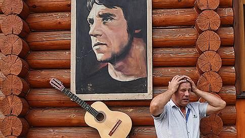 Бог с гитарой // Наталья Радулова узнала, как в селе Большие Избищи появился памятник Владимиру Высоцкому и клуб усталых мужчин