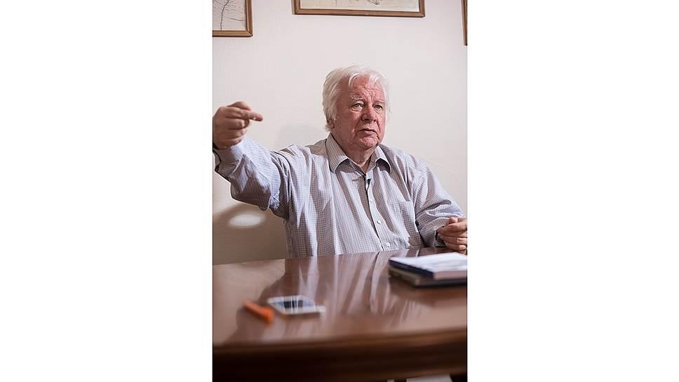 Владимир Евгеньевич - автор поэтических сборников, член Союза российских писателей и российского ПЕН-центра