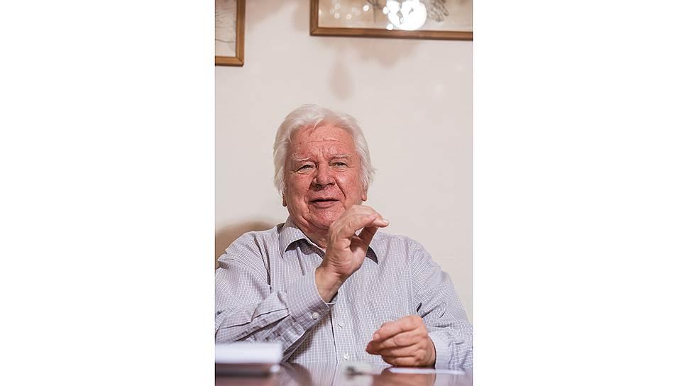 В 1963-м Владимир Евгеньевич окончил Новосибирский государственный университет