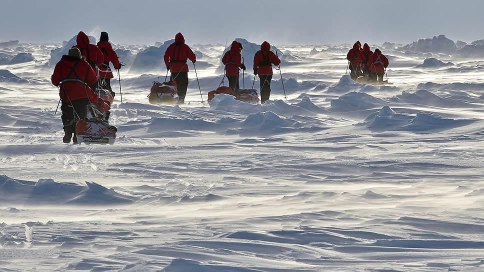 Новинки техники в Арктике не всегда выручают: беспилотники, например, здешние ветра просто сдувают