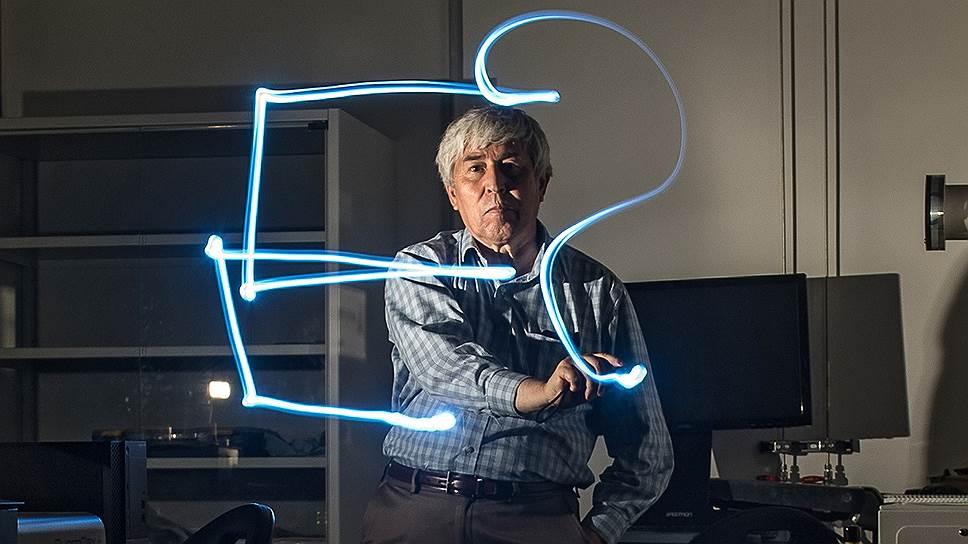 Академик Владимир Захаров - автор теории нелинейных волн