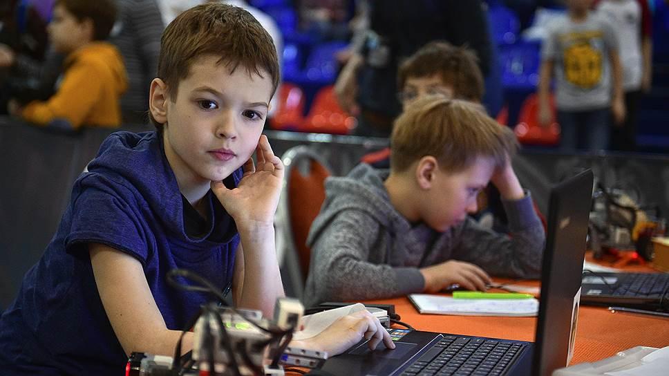 Даже из самых маленьких на курсах обещают вырастить больших и «настоящих» программистов