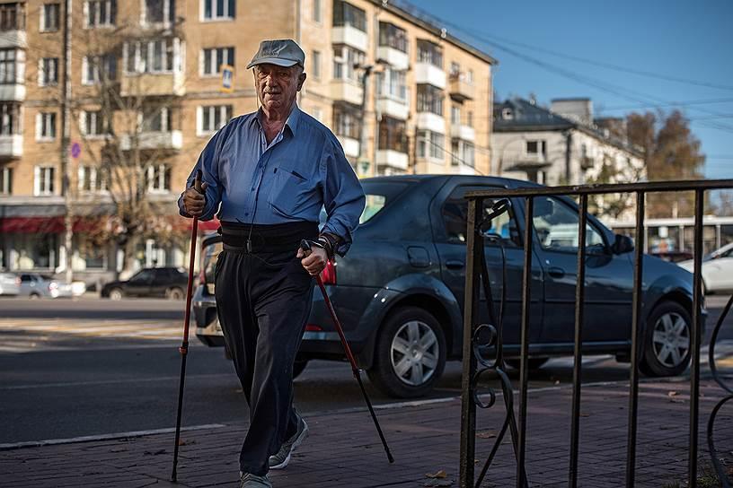 Прохожие теперь останавливаются у «дома с Солженицыным»
