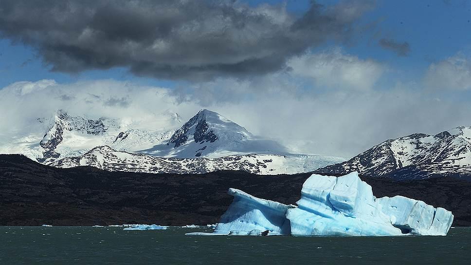 Появление айсбергов — заметное, но далеко не единственное следствие того, что температура в поверхностном слое океана растет