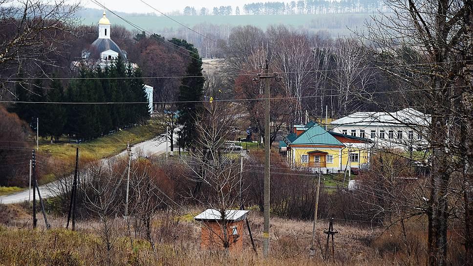 Желтое здание с зеленой крышей — это «Бежин луг», альтернативный тургеневский музей на тульской земле