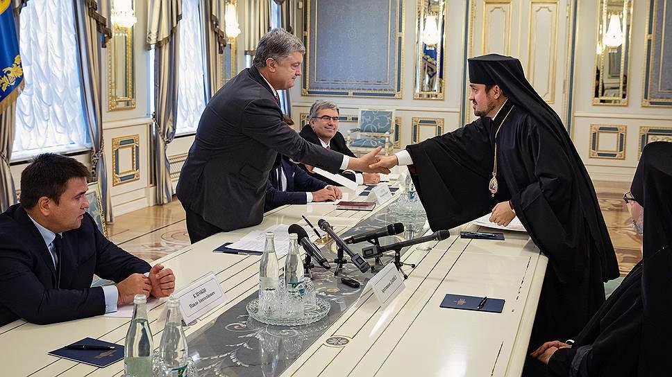 Встреча президента Украины Петр Порошенко с представителями Константинопольского патриарха стала знаком активной фазы перекройки религиозной карты страны