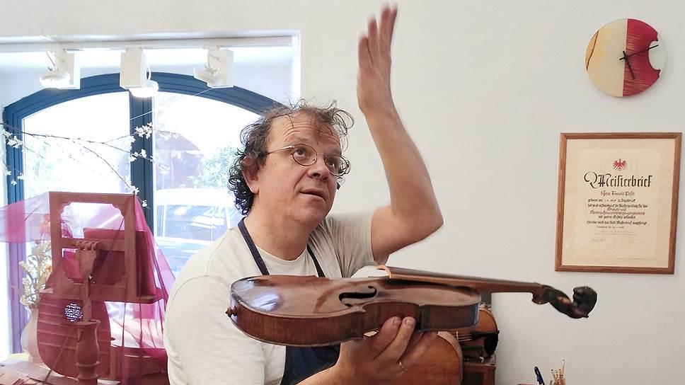 Арнольд Пош легко объяснит любому, как форма скрипки сказывается на ее звучании