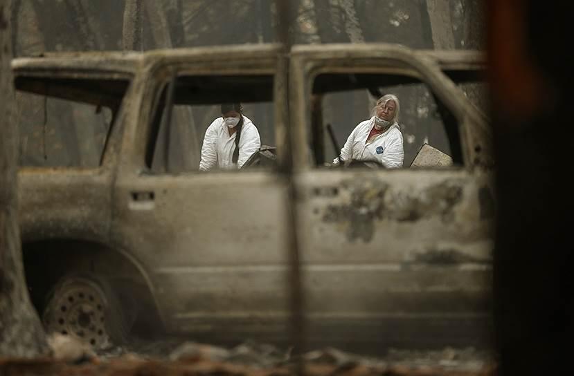 Остовы сгоревших машин напоминают о былом благополучии