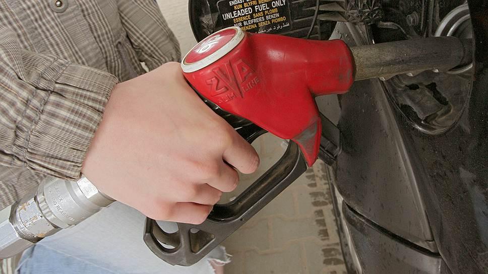Можно ли командовать ценами на бензин? Потребитель все еще на это надеется