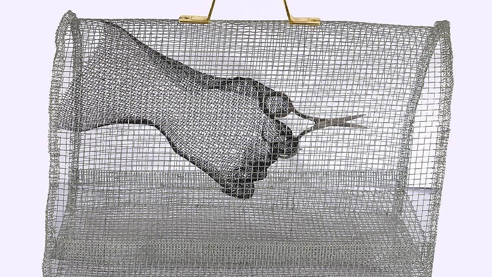 Кети Мелкадзе. «Швейная машинка». Металлическая сетка. 2018 год