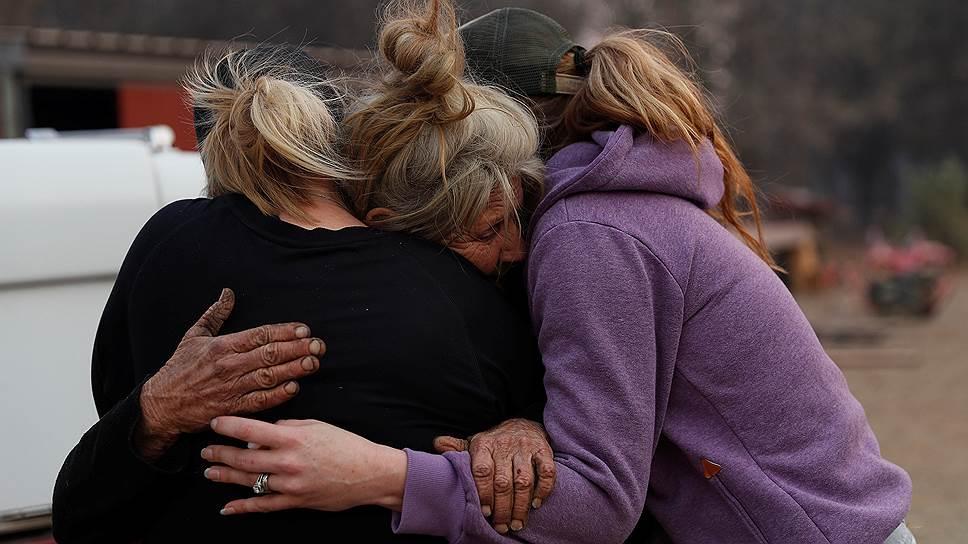 Эти девушки занимались спасением лошадей во время пожара. Но не всегда объединенные усилия спасают