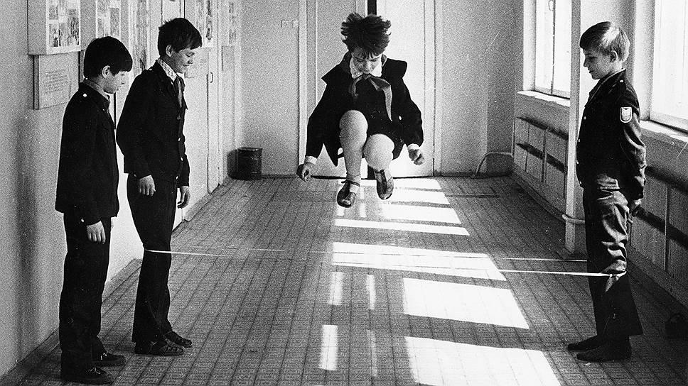 Были времена, когда в «резиночку» прыгала вся школа