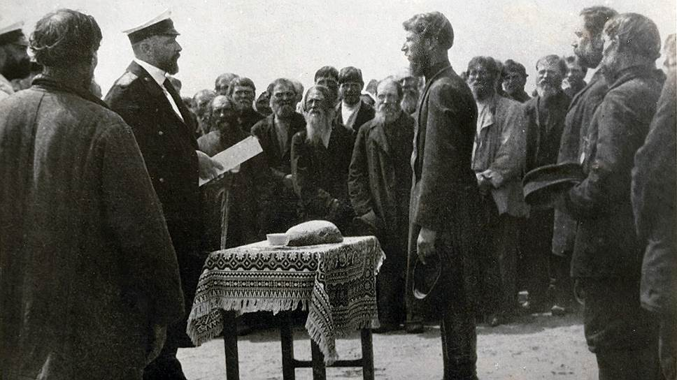 В 1904 году Столыпин был саратовским губернатором и, общаясь с волостными старшинами (на фото) и крестьянами, прощупывал почву для будущих реформ
