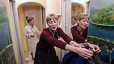 """Художница Майя Панюшкина (слева) заработанные в """"Банке времени"""" """"часы"""" потратила на ремонт квартиры. Она первая клиентка у массажиста Анны Ремезовой, которая в проекте недавно"""