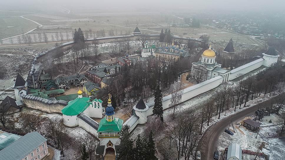 Что угрожает Псково-Печерской лавре
