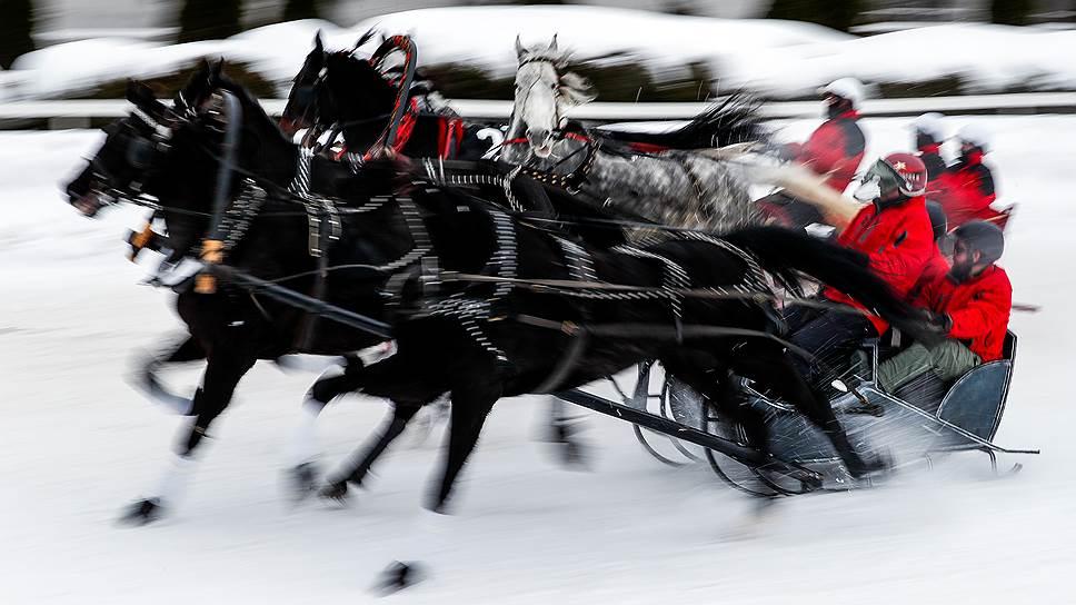 Тройка развивает скорость до 70километров в час— это, как писал Гоголь, «наводящее ужас движение»
