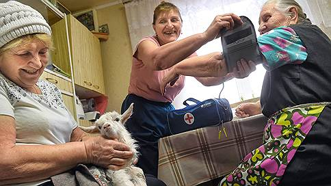 Лечение бабушкой. Недорого  / Никита Аронов ознакомился с опытом мордовских сельских пенсионерок в области самодеятельного здравоохранения