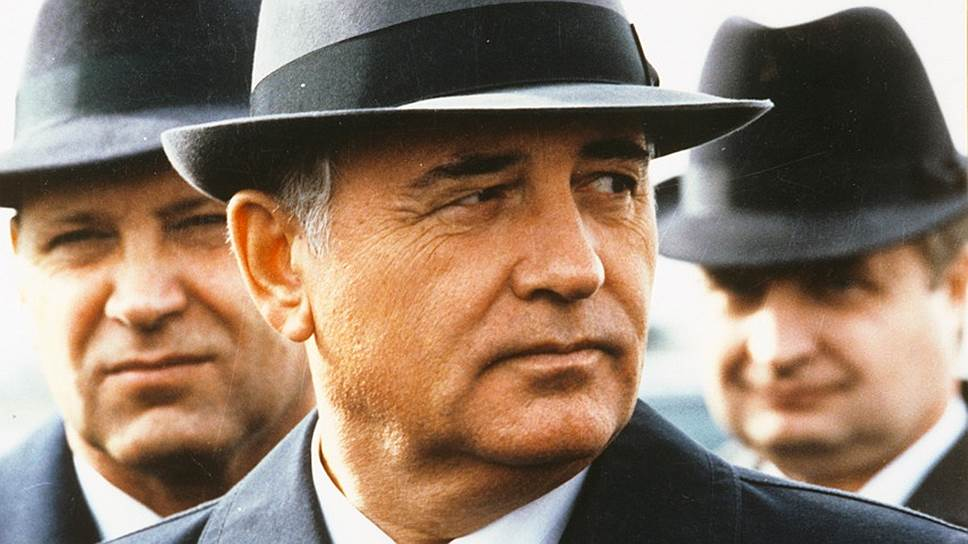 Поначалу он казался просто одним из высшей номенклатуры. Не зря позже Крючков жаловался, что «КГБ проглядел Горбачева»