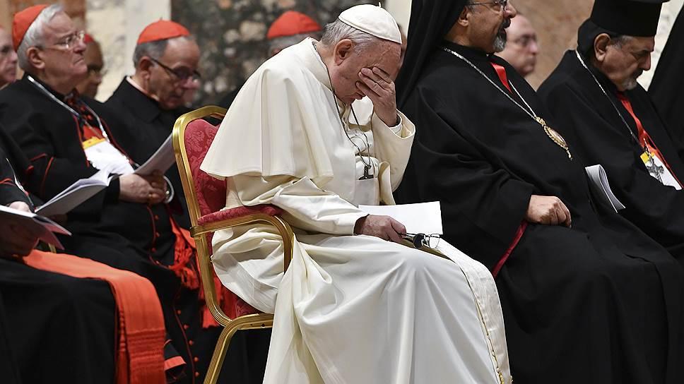 Папа Франциск на епископальной конференции в Ватикане дал понять, что церковь в силах справиться с «орудием дьявола»