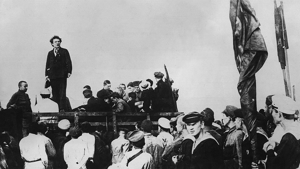Первый председатель исполкома Коминтерна Григорий Зиновьев выступает на митинге в Баку. С этого поста он ушел в результате конфликта со Сталиным. В 1936 году расстрелян