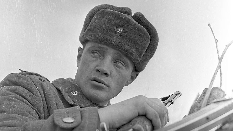 Младший сержант пограничник Юрий Козусь с заставы Нижне- Михайловка после боя с китайскими военнослужащими