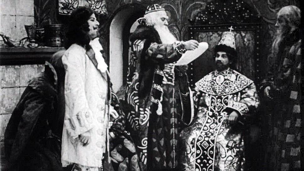 Кадр из фильма «300-летие царствования дома Романовых» (1913). Борис Иванович Морозов (в центре) был воспитателем царя Алексея Михайловича (справа) и одним из инициаторов составления Уложения 1649 года