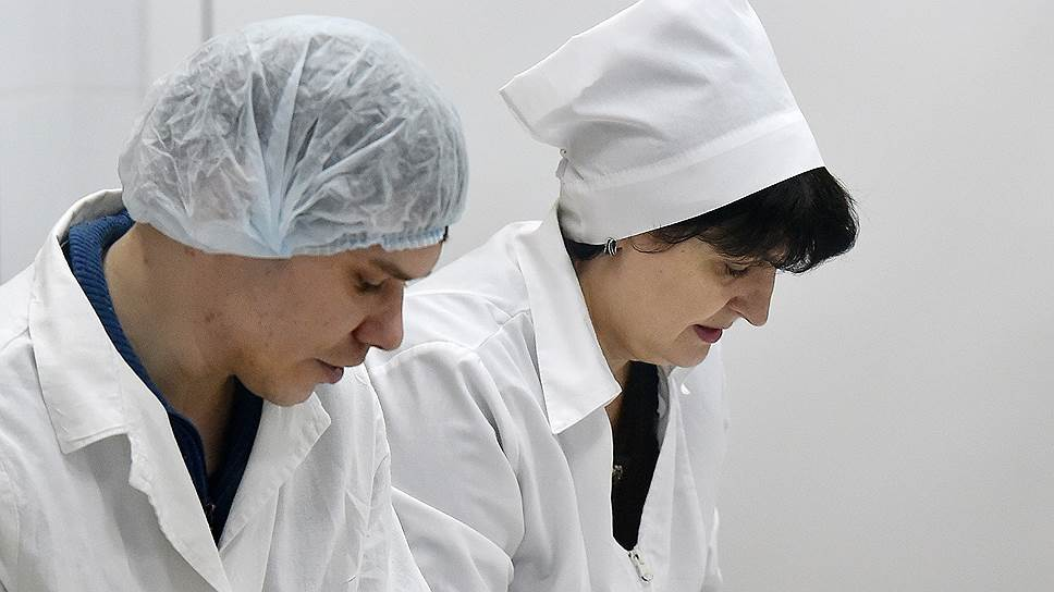При отправке продуктов на орбиту учитываются вкусы каждого космонавта. Последние новинки космического питания: сублимированные омлеты — классический, с грибами и с перцем, а также два новых супа — борщ с копченостями и тыквенно-сырный