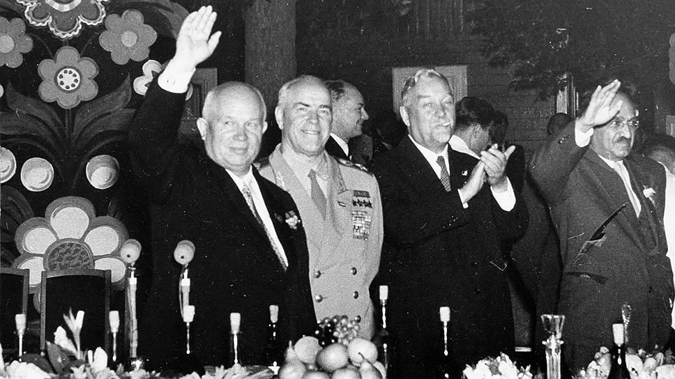 Товарищи по партии и соперники на политическом поле. Слева направо: Н.С. Хрущев, Г.К. Жуков, Н.А. Булганин, А.И. Микоян. 1950-е