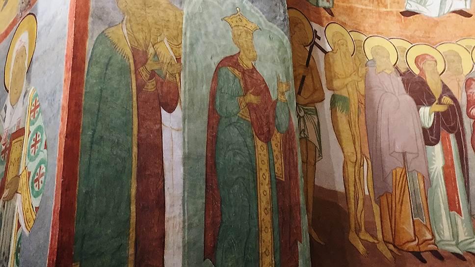 Есть версия, что на этой фреске — прижизненное изображение царя Ивана Грозного (он изображен в короне)