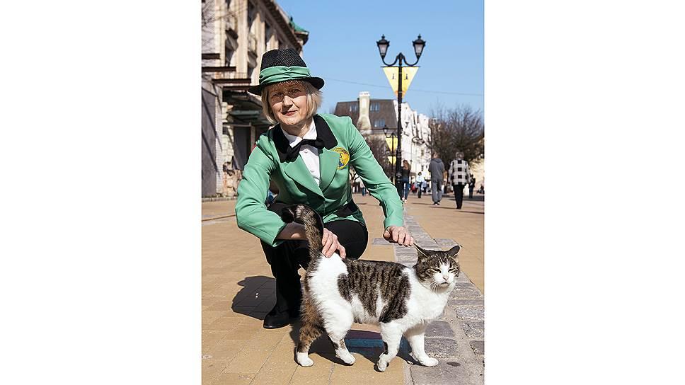 Единственный в мире котошеф Светлана Логунова с кошкой