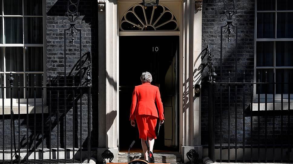 """Как """"Брексит"""" привел к отставке прежнего премьер-министра Терезы Мэй"""