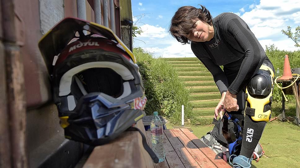 В 2019 году Анастасия Нифонтова стала первой женщиной в мире, одолевшей «Дакар» — 5600 километров на мотоцикле по пустыне без техподдержки и механиков