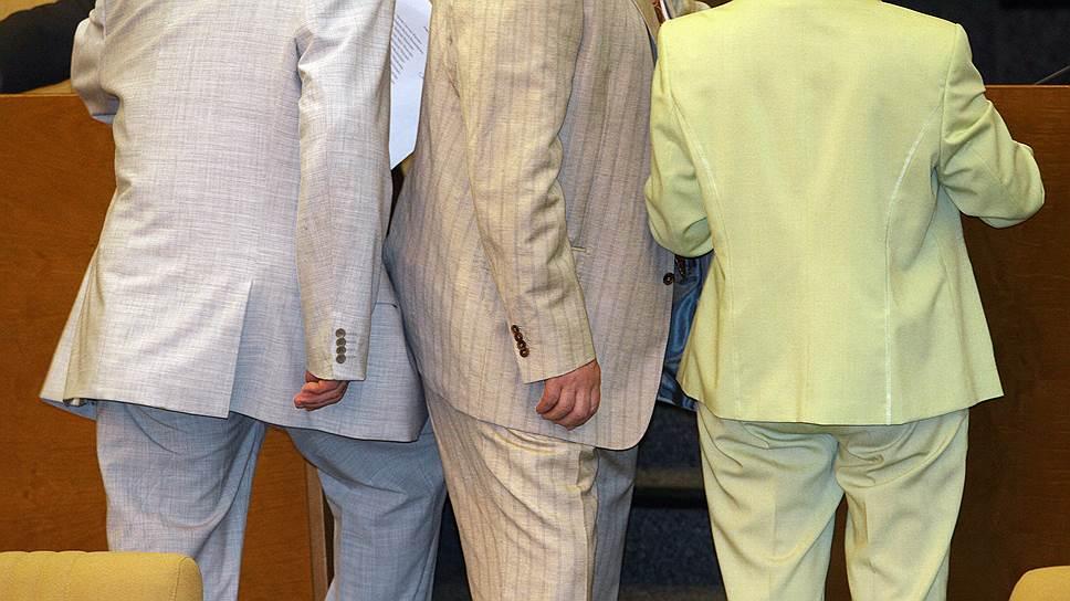 Эта фотография сделана в Госдуме всего 12 лет назад. Теперь такая жизнерадостная гамма дресс-кодом не приветствуется