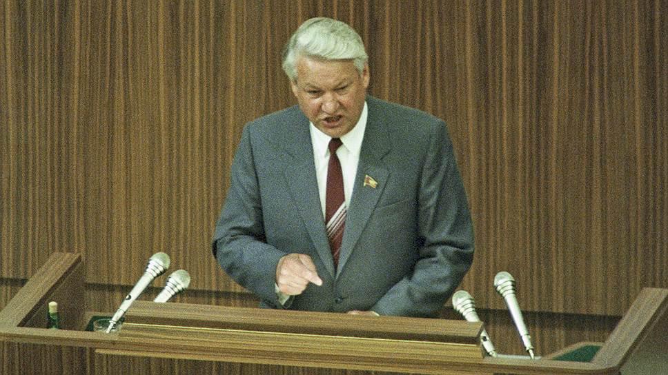 Народный депутат СССР Борис Ельцин на трибуне Кремлевского дворца съездов, где с 25 мая по 9 июня 1989 года шли заседания I Съезда